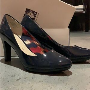 Anne Klein pumps (Navy patent leather, size 8)